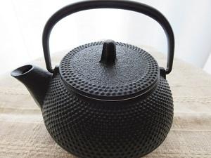 南部鉄器の急須で淹れたお茶はまろやかでいつもより美味しく感じる