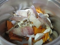 白身魚のスープ煮・火を通す前.JPG