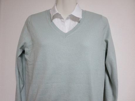 【ユニクロ】コットンカシミヤVネックセーター|春色ニットで50代のおしゃれを楽しむ