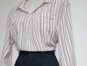 気温20度前後の今だからこそ、1枚で着れるきれいかっこいいシャツブラウス