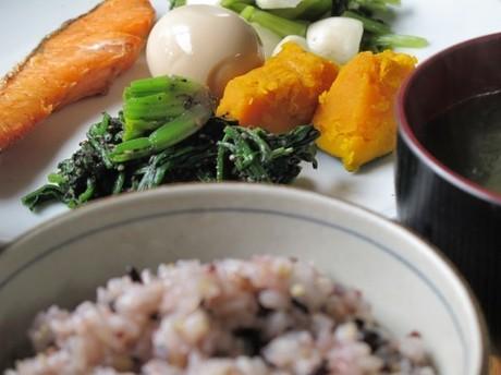 もち麦と16種の雑穀を玄米に混ぜて炊く|食物繊維も美味しさもたっぷり