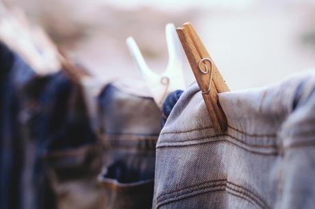 ベンジンを使ったかんたんな衣類のお手入れ方法|シーズン途中のお手入れですっきりと