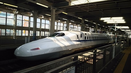 bullet-train-1918480_640.jpg