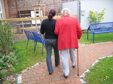 認知症家族の介護・在宅介護の限界|在宅介護から施設介護へのタイミング