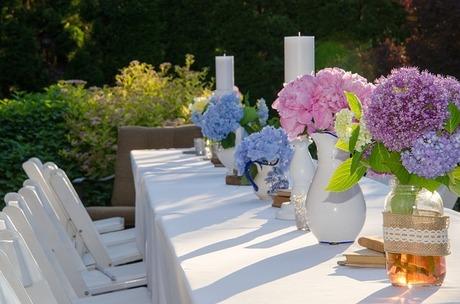 garden-table-1462501_640.jpg