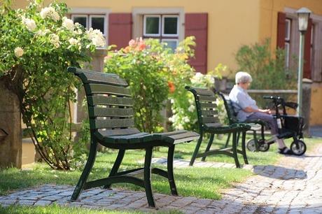 park-bench-2422712_640.jpg