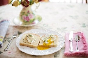 poached-eggs-on-toast-739401_640.jpg