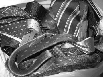 サラリーマンってネクタイ何本必要?|新しく購入後に手持ちのものすべてをチェックして処分!