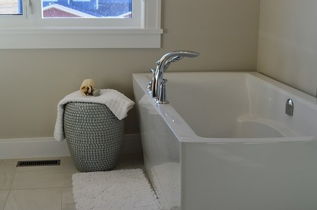bathtub-1078865_640.jpg