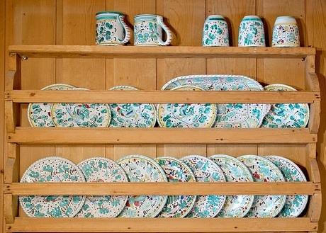 キッチンの周辺収納とカップボード|迷った末にキッチンに合わせて選ぶ