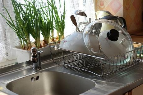 水切りカゴをきれいに保つ|毎晩の食器片付けの最後に私がしていること