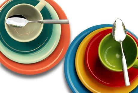 お皿の縦置き収納|100均グッズを使ってさらに快適に