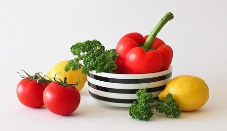 お土産で増えた紙袋を使って野菜室の整理・収納を